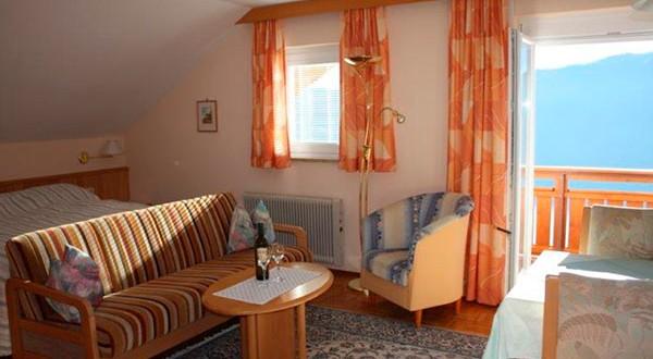 Wohn- Schlafzimmerder dritten Wohnung