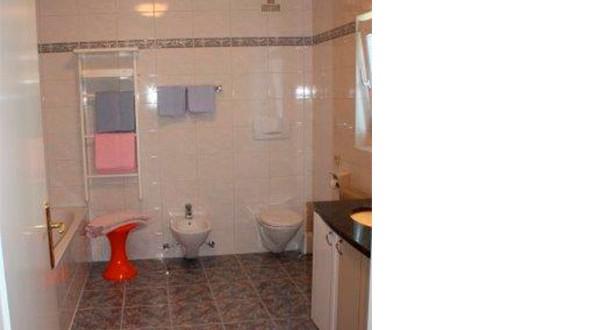 Bad der fuenften Wohnung