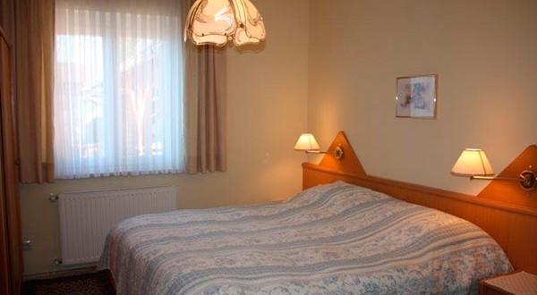 Schlafzimmer der sechsten Wohnung